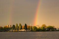 Dubbel regnbåge på den Amsterdam fjärden Royaltyfri Bild