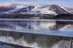 dubbel vattenfall för bergpanoramarad Royaltyfri Bild