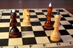 Dubbele aanval van de schaakridder stock foto