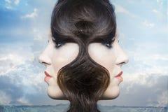 Dubbele blootstelling van bezinning van de schoonheids de jonge vrouw Royalty-vrije Stock Foto's