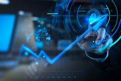 dubbele blootstelling van busin van de de aanrakings 3d virtuele grafiek van de zakenmanhand Royalty-vrije Stock Afbeeldingen