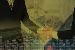 Dubbele blootstelling van de hand van de zakenmanschok met stapel muntstukken, a Royalty-vrije Stock Afbeelding