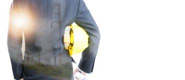 Dubbele blootstelling van de helm van de Ingenieursholding op Elektrische pool stock foto's