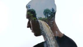 Dubbele blootstelling van de peinzende mens en mooie tropische waterval Concept het reizen stock footage