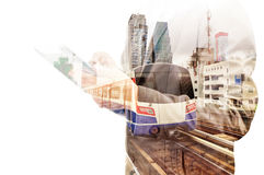 Dubbele Blootstelling van de Tablet van het Bedrijfsmensengebruik en Skytrain of Subwa Royalty-vrije Stock Afbeelding