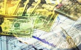 Dubbele blootstelling van financiënachtergrond met symbool van dollarbankbiljet Royalty-vrije Stock Foto