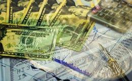 Dubbele blootstelling van financiënachtergrond met symbool van dollarbankbiljet Stock Foto's