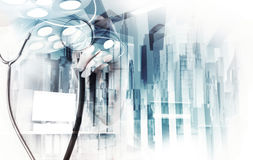 Dubbele blootstelling van het slimme medische arts werken Stock Afbeelding