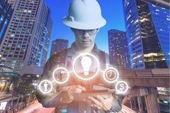 Dubbele blootstelling van Ingenieur of Technicus de mens met bedrijfsindu Royalty-vrije Stock Afbeeldingen