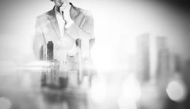 Dubbele blootstelling van stad en de jonge bedrijfsmens royalty-vrije stock afbeeldingen