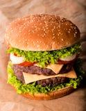 Dubbele cheeseburger Royalty-vrije Stock Afbeeldingen