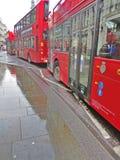 Dubbele dek rode bussen in Londen, Engeland royalty-vrije stock foto