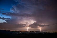 Dubbele donder in de nacht royalty-vrije stock afbeelding