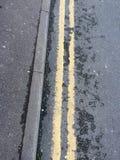 Dubbele gele lijn Royalty-vrije Stock Foto
