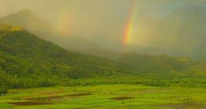 Dubbele Regenbogen over Vallei Hanalei Stock Afbeelding