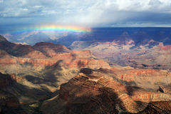 Dubbele regenboog over Grote Canion Stock Afbeeldingen