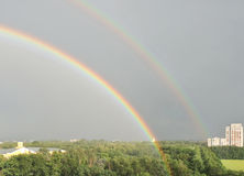 Dubbele regenboog in Vronezh-stad Royalty-vrije Stock Foto