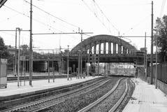 Dubbele treinsporen en brug royalty-vrije stock afbeelding
