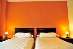 dubbelt hotell för underlag inom lokal Royaltyfri Bild
