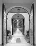 dubbelt tillträde för dörr Arkivfoto