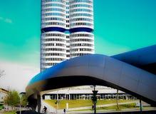 Dubbelt torn av modern arkitektur fotografering för bildbyråer