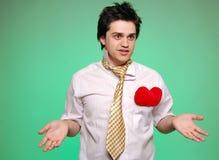 Dubbio degli uomini con il legame ed il cuore. immagine stock