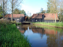 dubbla holländska eindhoven mal spegelflodvatten Arkivfoto