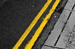 dubbla linjer yellow Royaltyfria Bilder