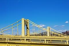 Dubblerad gul bro Arkivfoto