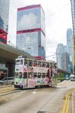 Dubblett-däck spårvagn med skyskrapor royaltyfria foton