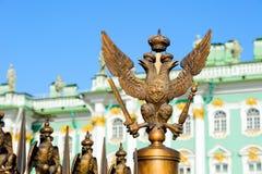 Dubblett-hövdad örn för ryskt imperialistiskt symbol Arkivbild