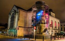 DUBLÍN, IRLANDA - 17 DE FEBRERO DE 2017: La barra y el restaurante de Chuch en la noche Localizado en el corazón de Dublín fotos de archivo libres de regalías