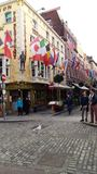Dublin, Środkowy teren, przyjemny spacer ten dżdżystym powabnym miejscem Zdjęcie Royalty Free
