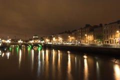 Dublin bij Nacht Stock Afbeeldingen