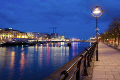 Dublin bij Schemer Stock Foto