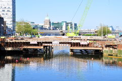 Dublin Bridge Construction Imagenes de archivo