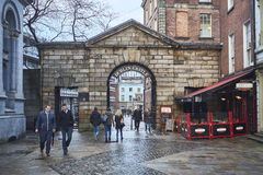 Dublin Castle gate. DUBLIN, IRELAND - JANUARY 05: Pedestrians walking in front of Dublin Castle gates. January 05, 2016 in Dublin Stock Photography