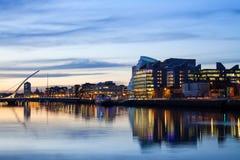 Dublin City Center under solnedgång Arkivbild