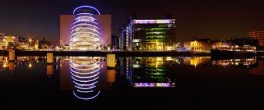Dublin Convention Center y otros edificios de los bancos del norte Imagen de archivo libre de regalías