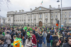 DUBLIN, IERLAND - MAART 17: De Dagparade van heilige Patrick in Dublin Stock Foto