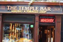 Dublin Ireland Februari 20 2018: Sikt av en berömd bar, på tempelstångområdet i centrala Dublin Tempelstången främjas arkivfoto