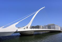 DUBLIN IRLAND - 25. AUGUST 2018: Samuel Beckett Bridge über Liffey-Fluss stockfotos