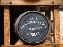 DUBLIN IRLAND - AUGUSTI 22, 2018: Den Jameson Whiskey spritfabriken är nu ett museum arkivfoton