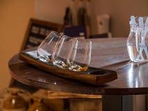DUBLIN IRLAND - AUGUSTI 22, 2018: Whiskymuseet i Dublin är mycket populärt fotografering för bildbyråer