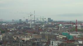 Dublin Irland Cityscape på en kall och molnig dag arkivfilmer