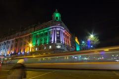 DUBLIN, IRLANDA - 1º DE JANEIRO DE 2017 a barra de Grand Central, a decoração de ano novo foto de stock
