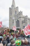 DUBLIN, IRLANDA - 17 DE MARÇO: Parada do dia de St Patrick em Dublin Imagem de Stock