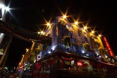 DUBLIN, IRLANDE - 1ER JANVIER 2017 : Vie nocturne à la partie historique populaire de la ville - quart de barre de temple Le sect photos stock