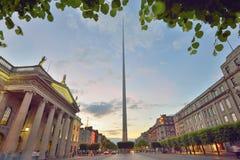 Dublin, Irlandia symbolu iglica i Ogólny urząd pocztowy, zdjęcie royalty free