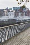 DUBLIN - JANUARI 12: Liffey flod på Januari 12, 2015, Dublin Fotografering för Bildbyråer
